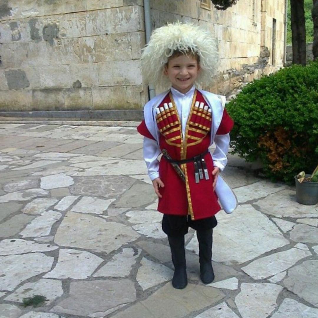 Флаг Грузии! Национальный костьюм!